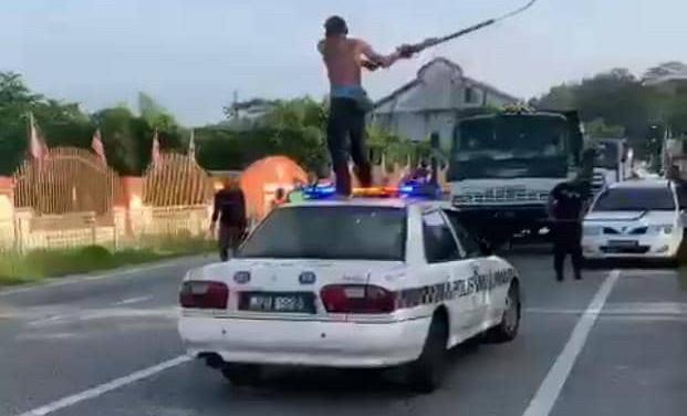 Lelaki Hayun Sabit Depan Balai Polis Gopeng Positif Dadah