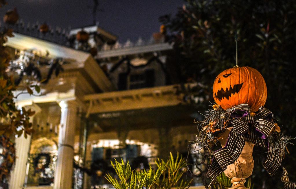 Pumpkin side Haunted Mansion Holiday DL