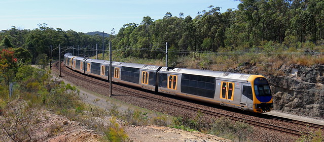 H SETS WORKING NEWCASTLE INTERCHANGE TO SYDNEY CENTRAL - SOUTH OF FASSIFERN 9th Sept 2021.