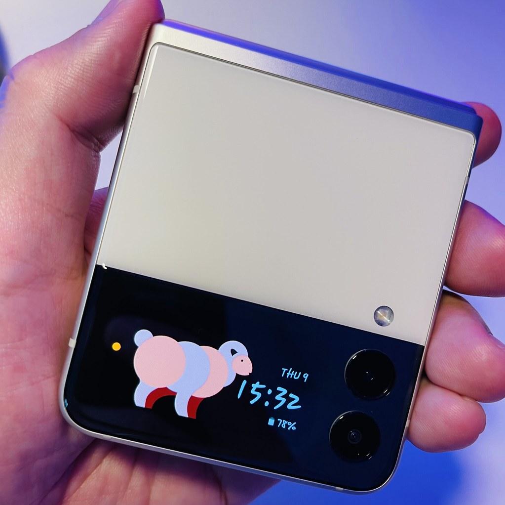 Teruja Sangat! Ini Pandangan Pertama Saat Budiey Buka Kotak Samsung Galaxy Z Flip3 5G