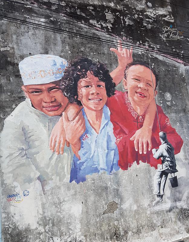 songkhla old town street happy kids