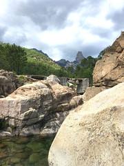Pont de Figa et Punta Bunifazinca depuis les vasques en aval du pont de Figa