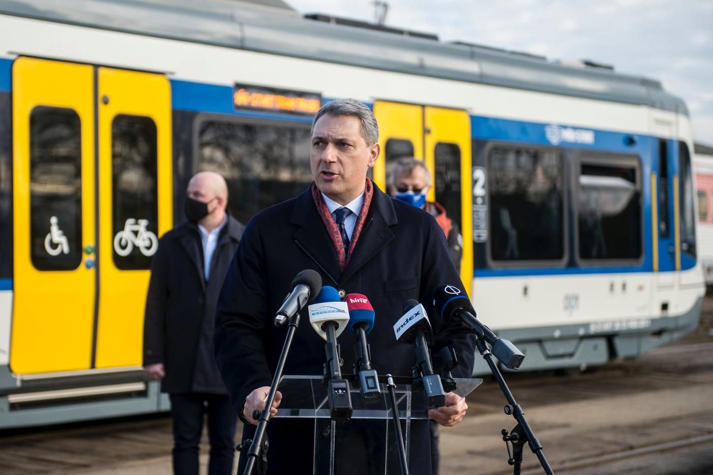 Még Lázár János sem tudja, mikor indul el végre a tram-train