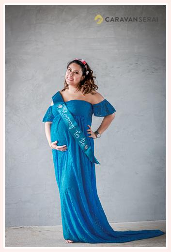 maternity photo, blue dress