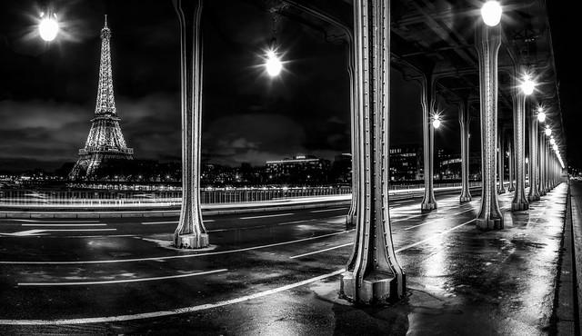 Pont de Bir-Hakeim la nuit