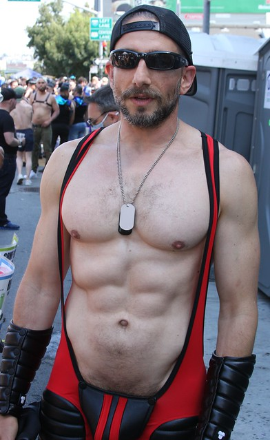TOTAL MUSCLE STUD ! photographed by ADDA DADA at DORE ALLEY FAIR 2021 ! (safe photo)