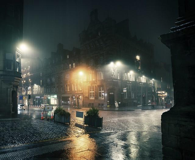 The Royal Mile in Edinburgh on a misty rainy evening (Explored)