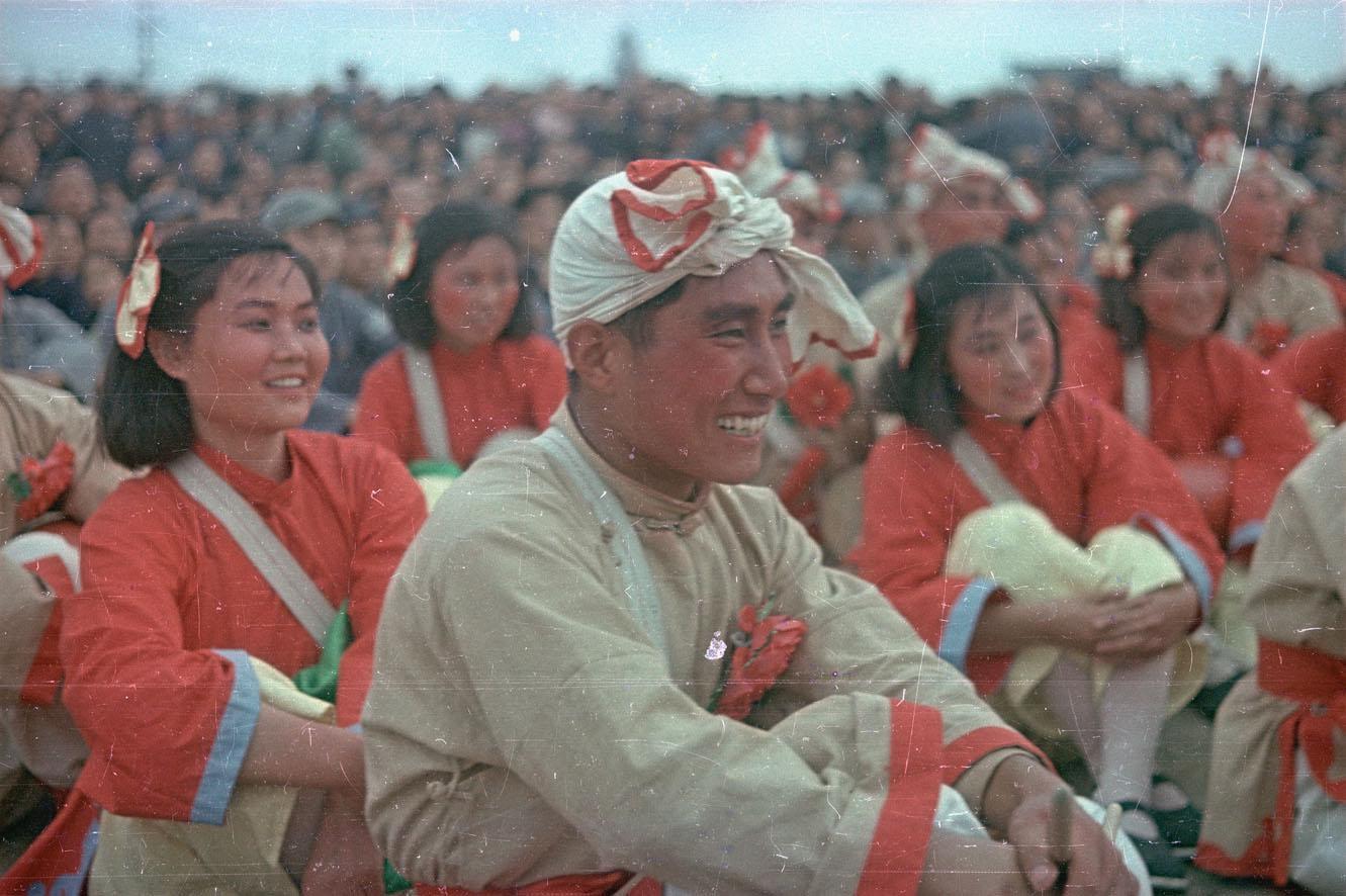 Участники Народного ансамбля в день торжеств на площади Тяньаньмэнь 1-го октября 1949 г. (1)