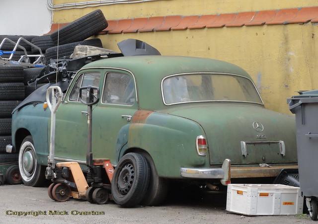 Mercedes 180 restoration project in Copenhagen