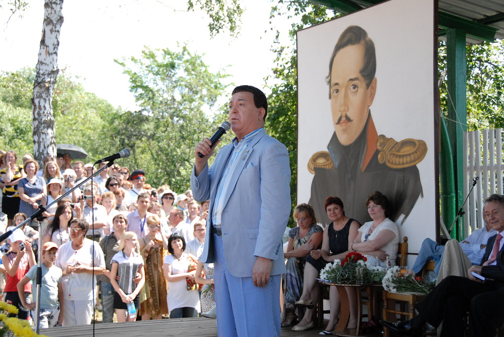 И.Д. Кобзон на сцене Зеленого театра в Тарханах