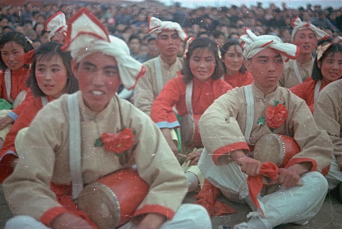 Участники Народного ансамбля в день торжеств на площади Тяньаньмэнь 1-го октября
