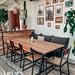 Eetkamertafel met teakhout blad en zwart ijzeren onderstel