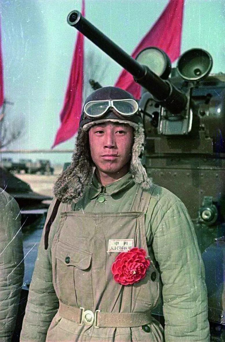 Танкист - боец Народно-освободительной армии Китая (НОА)