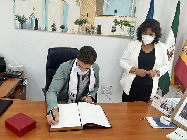 La Alcaldesa de Huévar recibe a Míster