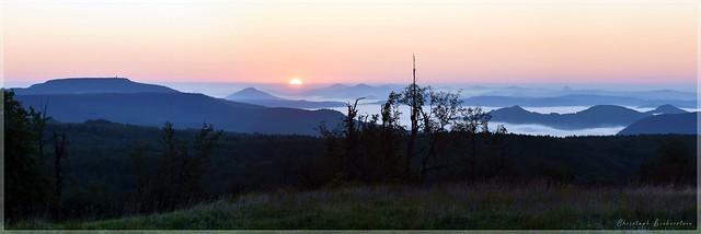 Sonnenaufgang über Nordböhmen / sunrise over Northern Bohemia