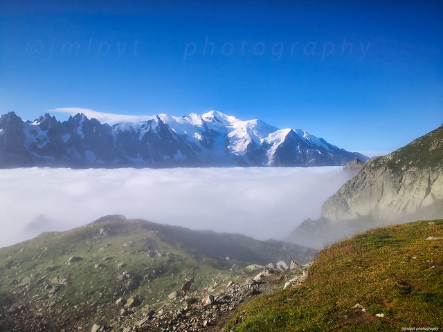 La tête dans les nuages, massif du Mont Blanc