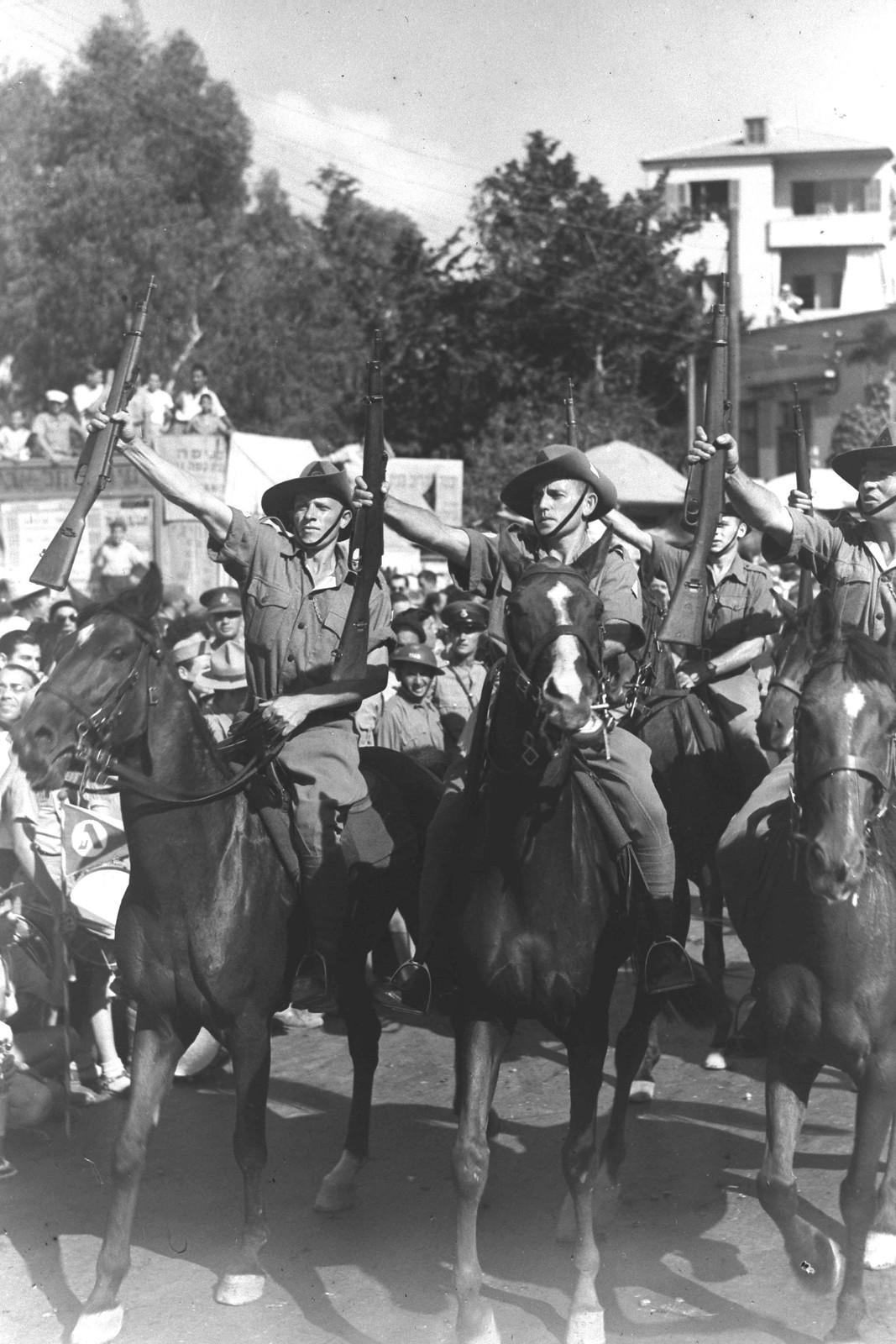 1942. Еврейская поселенческая полиция на параде в «День еврейского солдата» в Тель-Авиве. 27 сентября