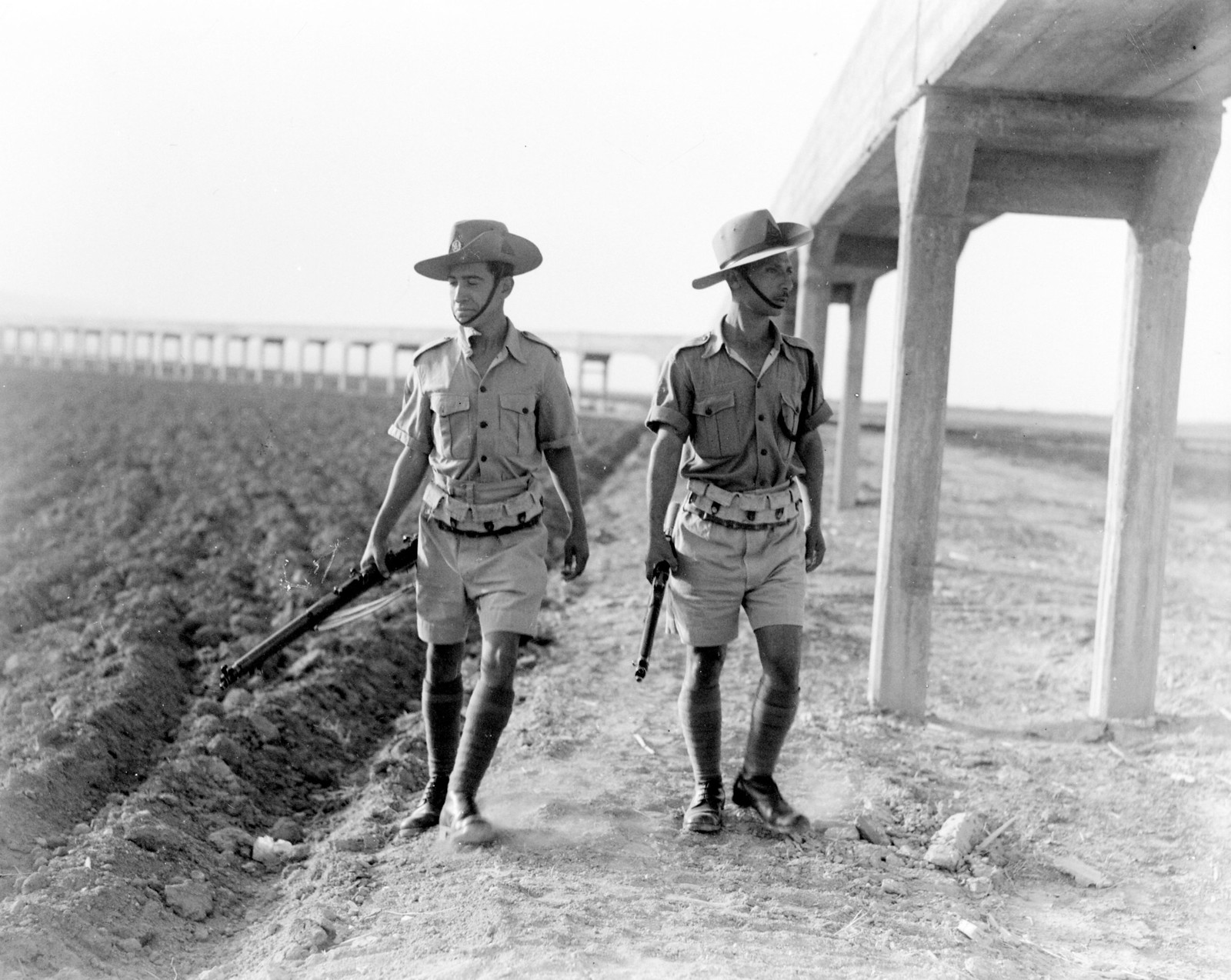 1942. Еврейская поселенческая полиция вблизи акведука в Иорданской долине. 08.02.