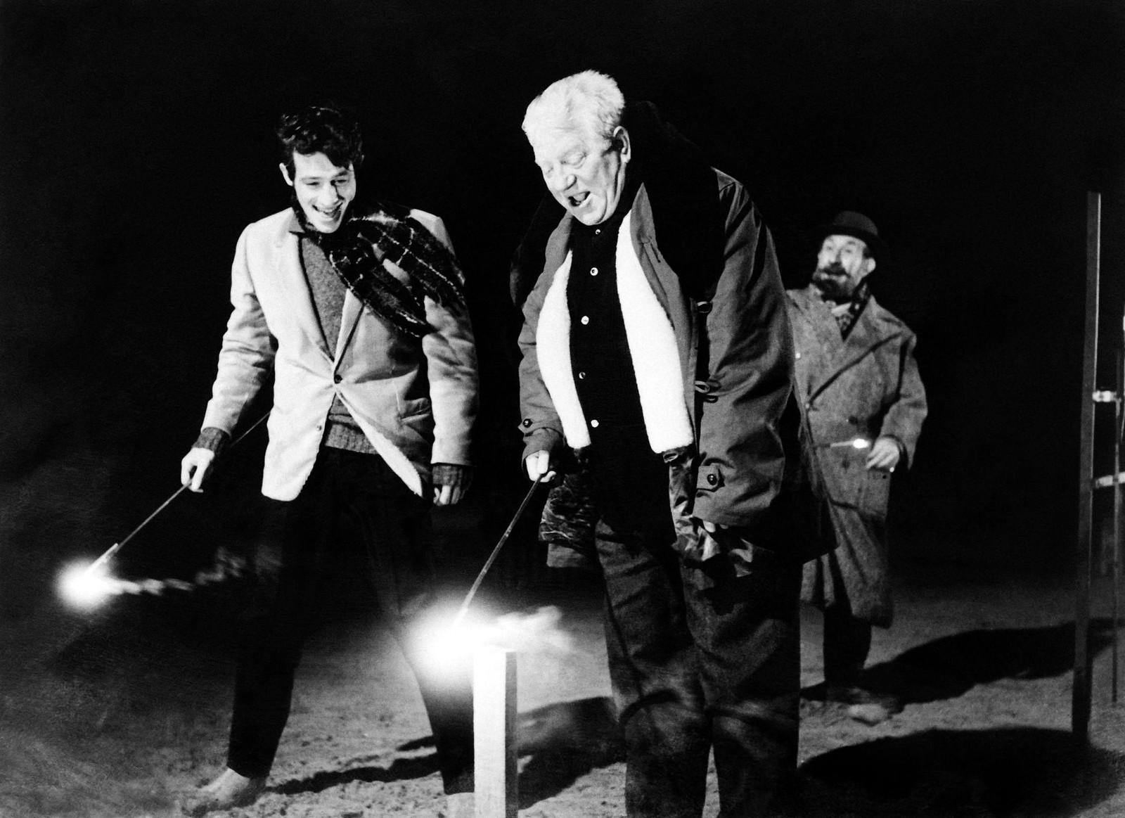 1962. Жан Габен и Жан-Поль Бельмондо  на съемках фильма «Обезьяна зимой» режиссера Анри Вернея