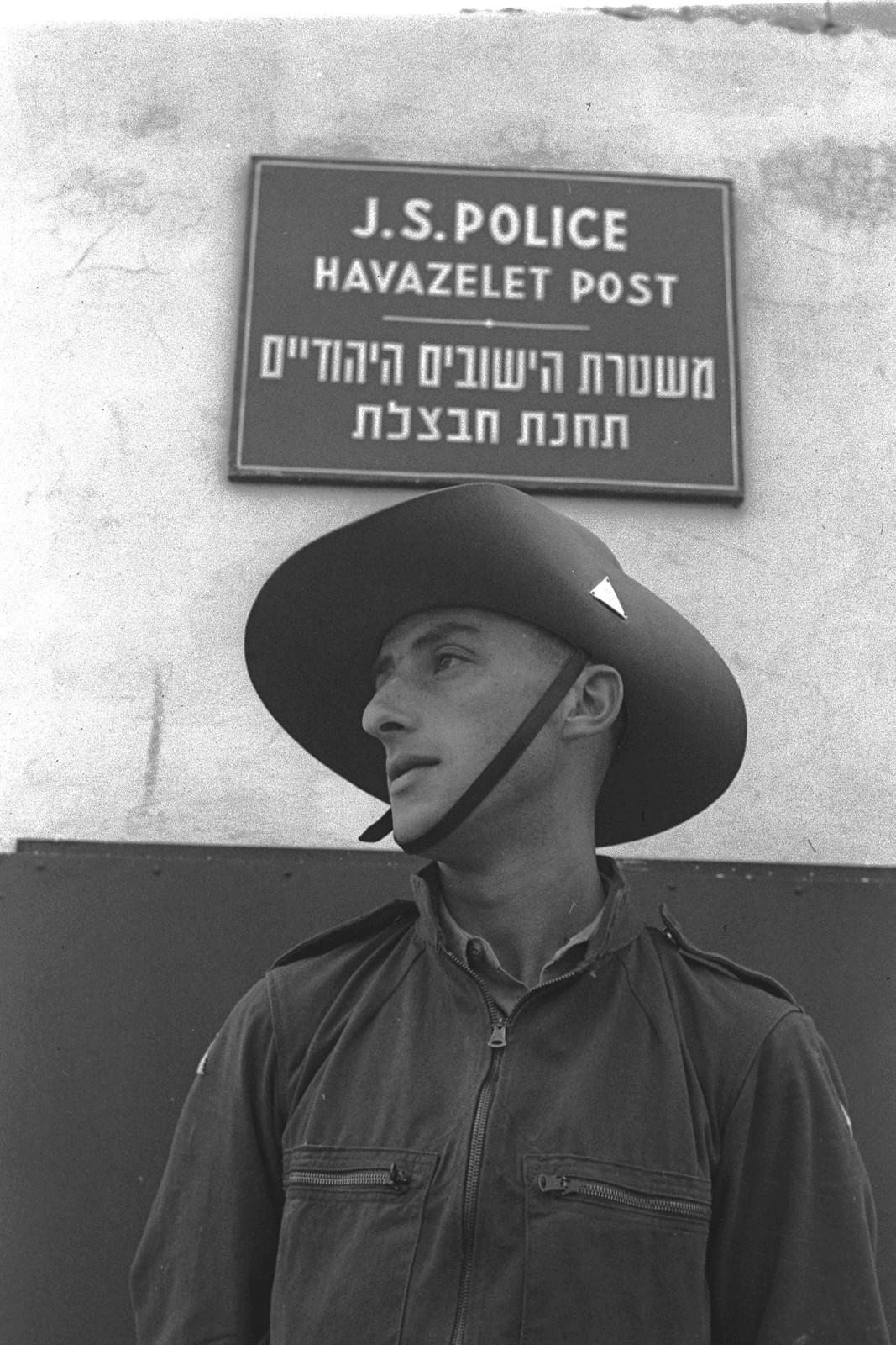 1942. Полицейский участок в мошаве Хавацелет недалеко от Реховота. 09.07.