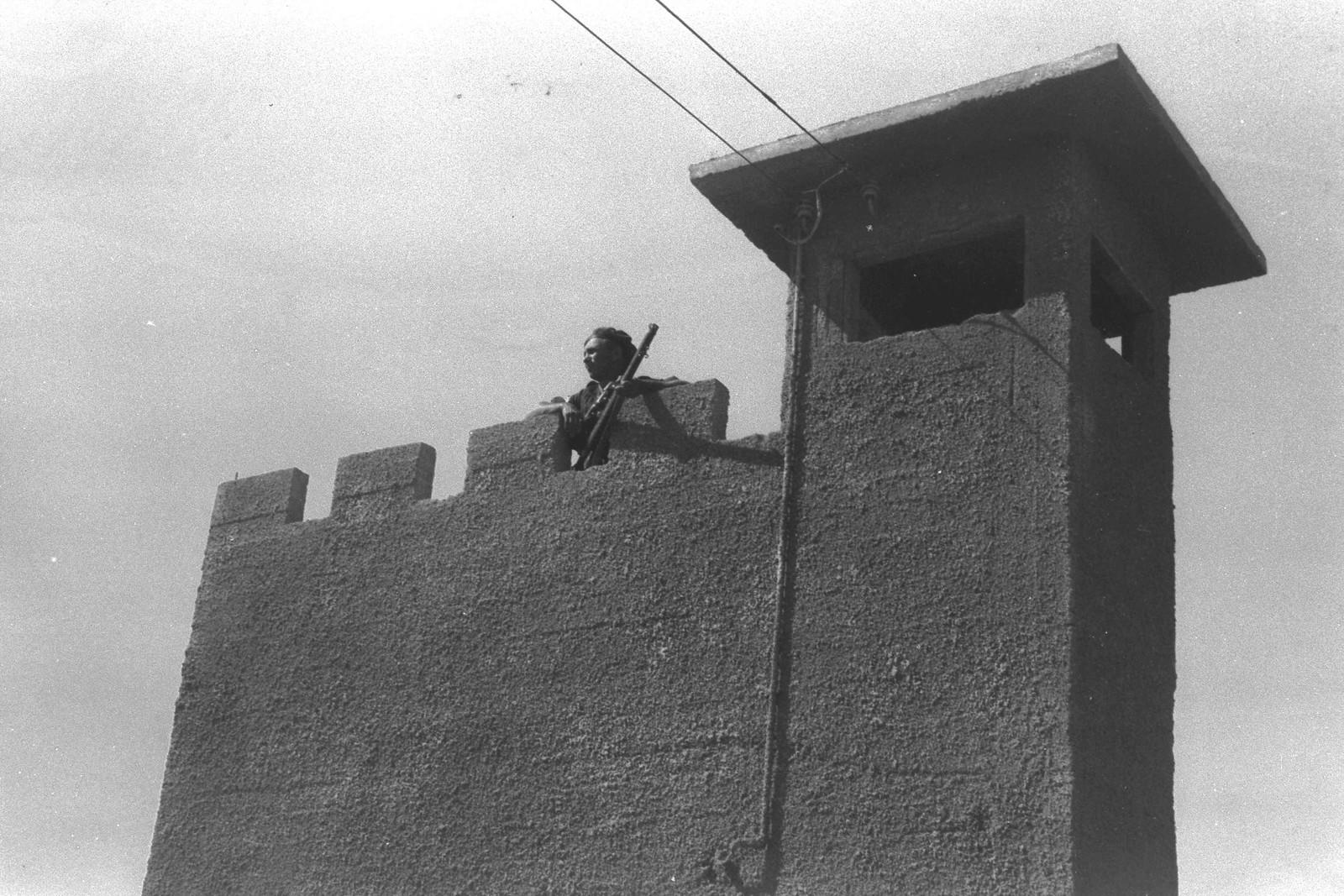 1939. Поселенческая полиция на сторожевой башне в кибуце Нир Давид (Тель-Амаль). 18 июня