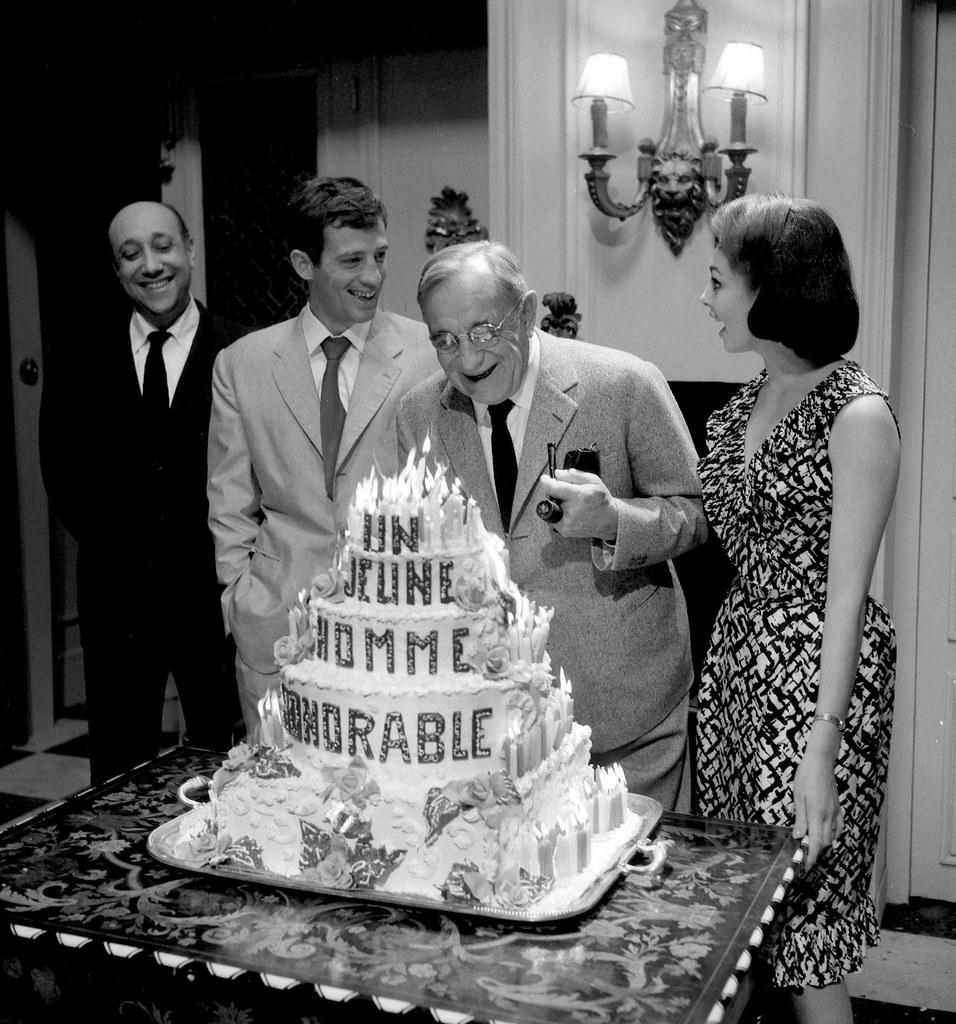 1962. Жан-Пьер Мелвиль, Жан-Поль Бельмондо, Шарль Ванель и Мишель Мерсье в конце съемок фильма «Старший Фершо»