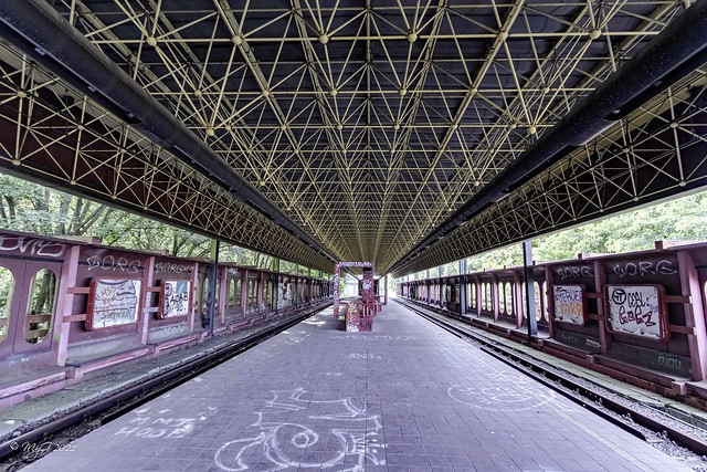 Dernier metro pour Charleroi  -  Last subway to Charleroi