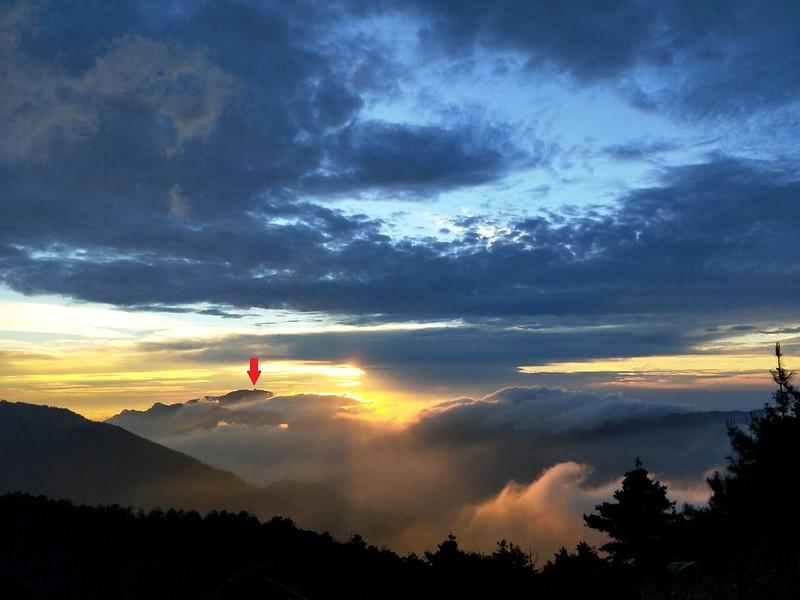 00 Peaks: Sunset at Jiujiu Hut near Mt. Dabajian. Photo by Jeffery Chang 張建舫