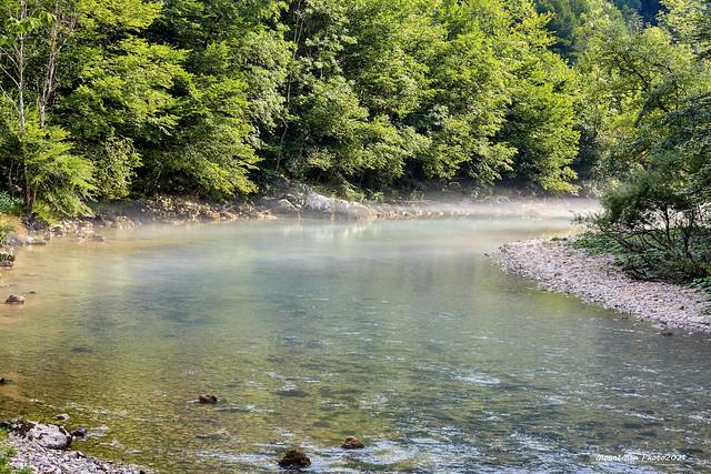 Ostaci jutarnje magle nad vodom na Kupi kod Kupara Donjih