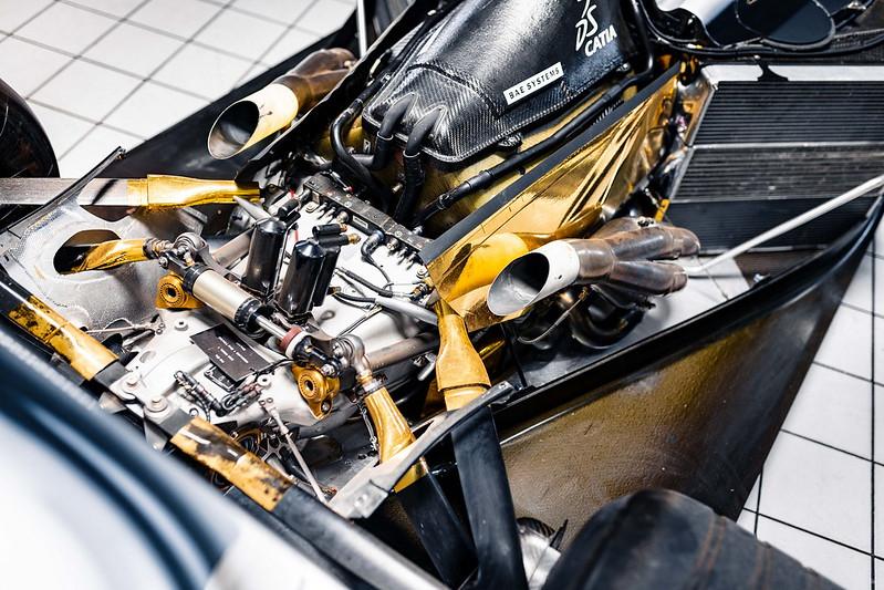 2002-McLaren-MP4-17D-15