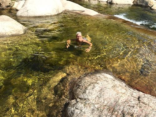 Baignades et spuntinu en aval du pont de Figa