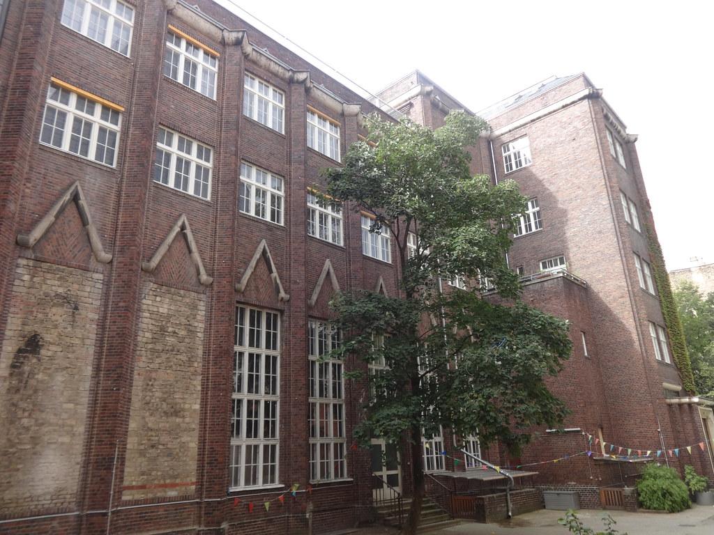 1927/29 Berlin expressionistisches Gemeindehaus evangelische Pfingstkirche von Walter Erdmann Hof Petersburger Platz 5 in 10249 Friedrichshain