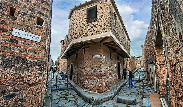 Lupanar exterior Pompeii Walk