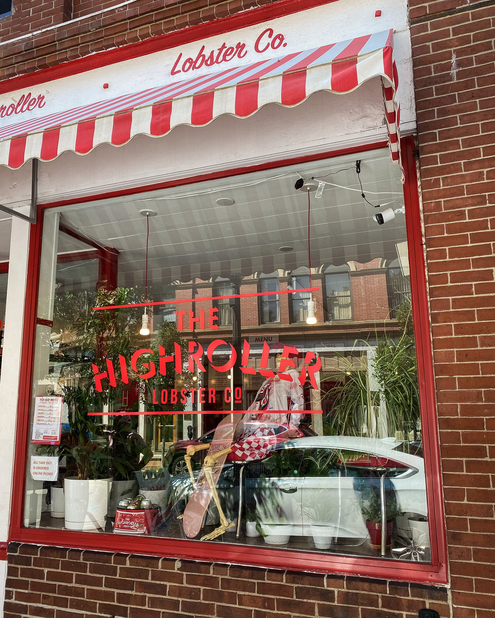 High Roller Lobster Company | Best Lobster Rolls in Portland | Best Places to Eat in Portland | 2 Days in Portland Maine | 48 Hours in Portland Maine | The Perfect Weekend in Maine | Explore Portland, ME | Weekend in Portland, ME | Portland Travel Guide | Things to Do & Where to Stay | Top Things to Eat in Portland
