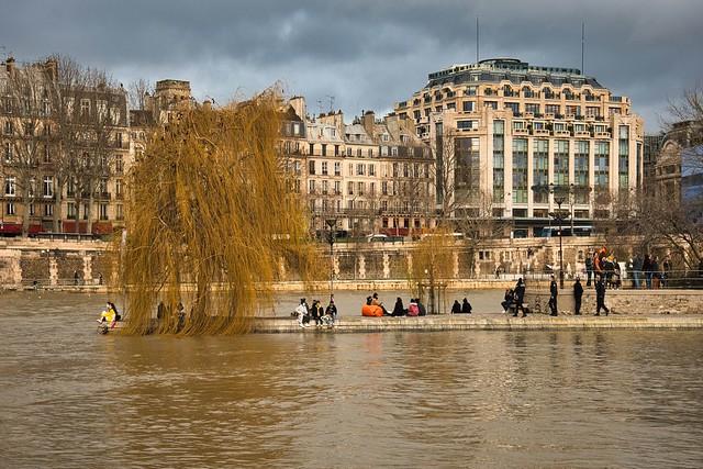Paris / Flood of the Seine