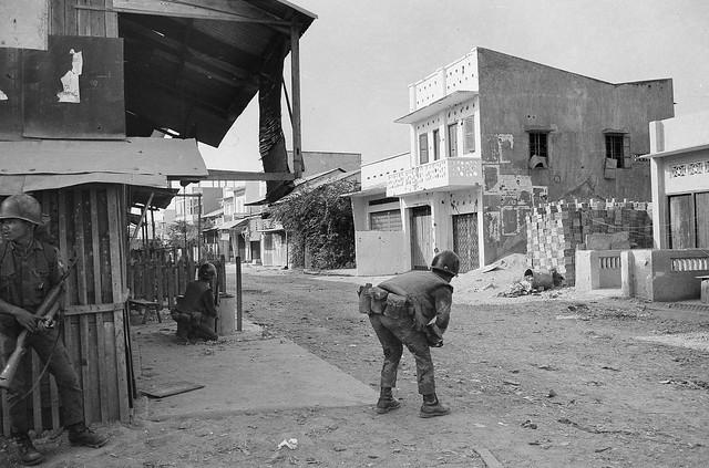Vietnam War Tet Offensive 1968 - Truy kích VC ở Khu Xóm Mới, Gò Vấp