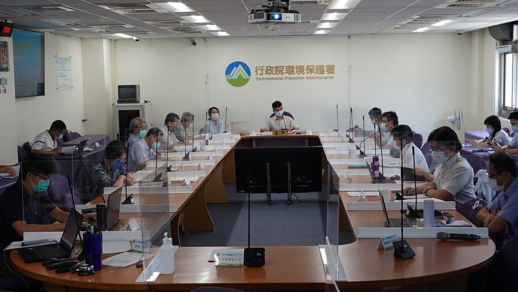 環保署今(13日)舉行「臺南海水淡化廠興建計畫」第一次環評初審。孫文臨攝
