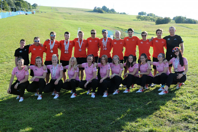 MS v travním lyžování: Šampionát travních lyžařů je u konce, český tým vybojoval celkem 14 medailí