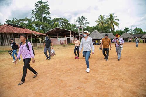 Ministra de Educación visita Comunidad Sarayacu en Pastaza