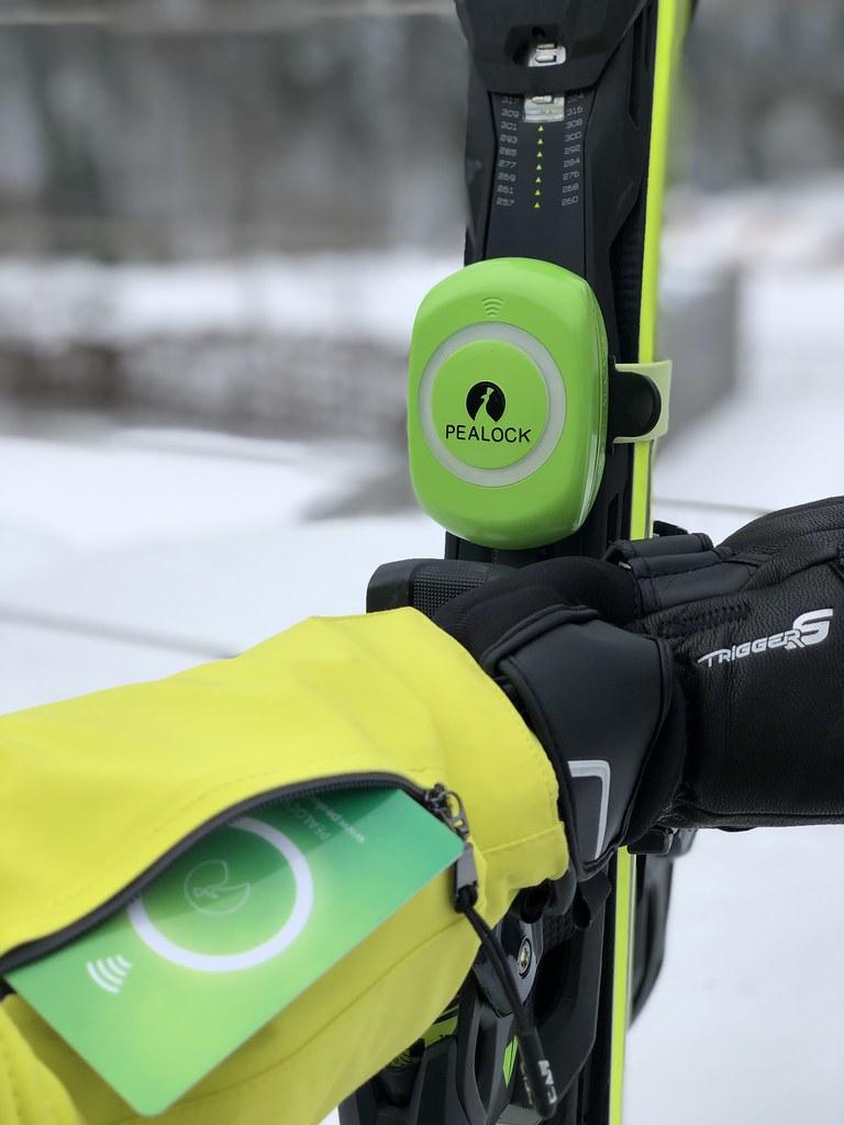 Elektronický zámek na lyže a sportovní vybavení– Pealock