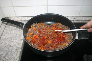 12 - Braise tomato puree / Tomatenmark anbraten