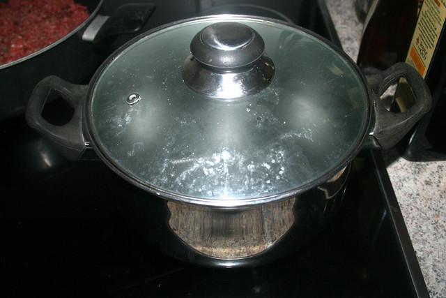 06 - Set up pot with water / Topf mit Wasser aufsetzen