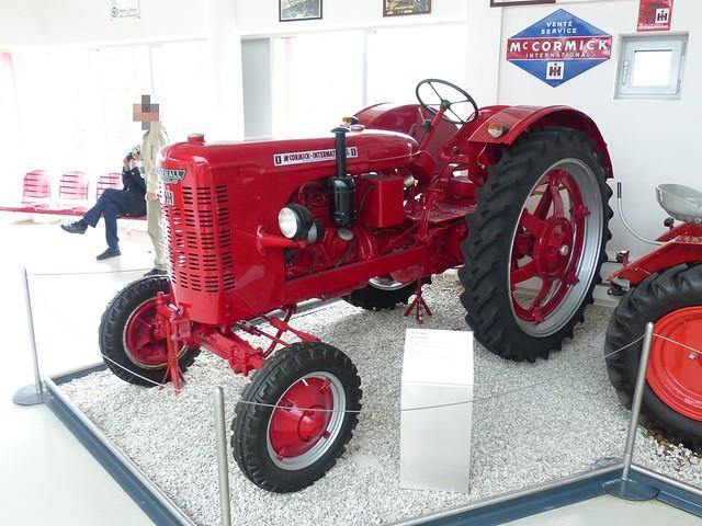 IHC DF 25 Farmall red 1952 vl