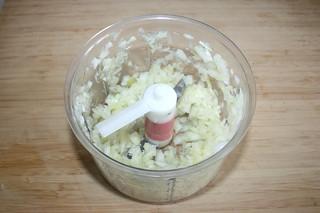 01 - Dice onion / Zwiebel würfeln