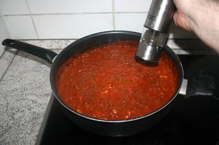 27 - Taste sauce final with seasonings / Sauce final mit Gewürzen abschmecken