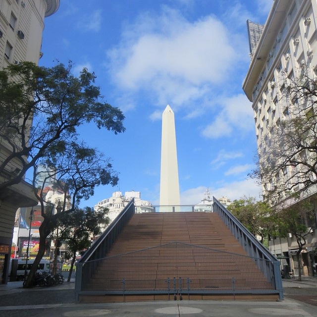 Obelisco, Buenos Aires, Argentina/ mide 67, 5 metros de altura
