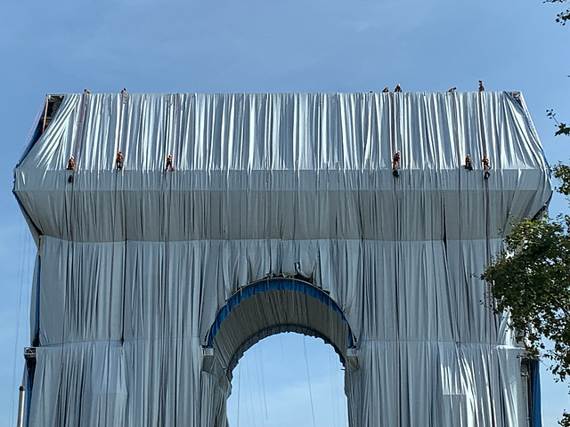 2021.09.13.02 PARIS - l'ARC de Triomphe emballé par Christo