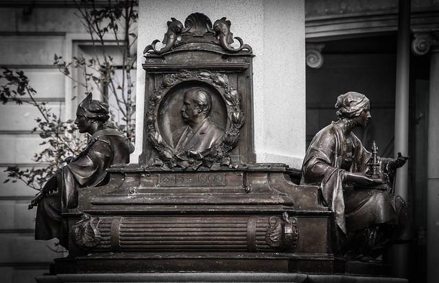 1913 Art Nouveau Memorial, Liverpool Pierhead
