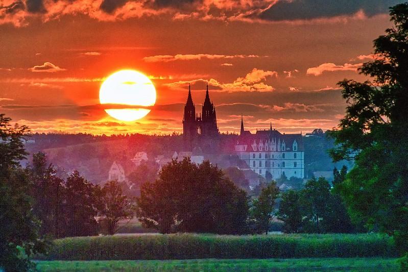 Sonne neben der Burg
