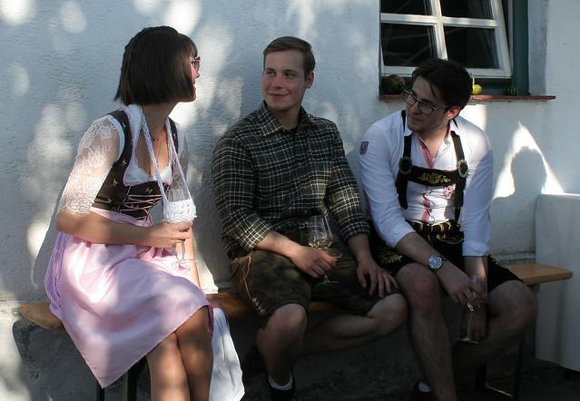 Herausgeputzt fürs Kellerfest - Dressed up for the Cellar Festival